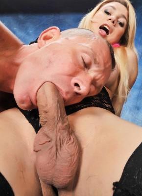 sucking shemale cock